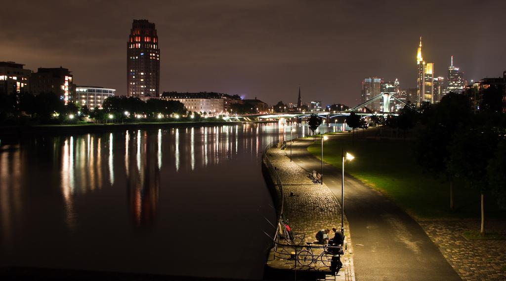 frankfurt-bei-nacht.jpg