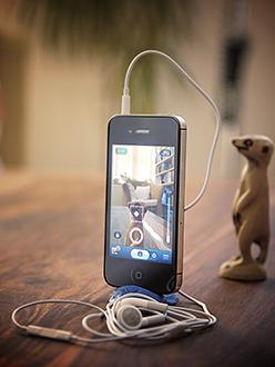 iphone-blutak-248