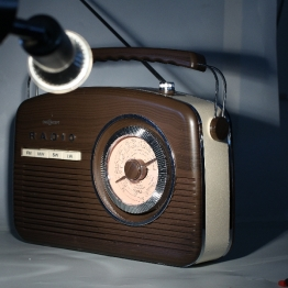 Radio unter koaxialem, hartem Auflicht