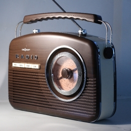Radio unter weichem Seitenlicht (gesoftet mittels eines Diffusors)