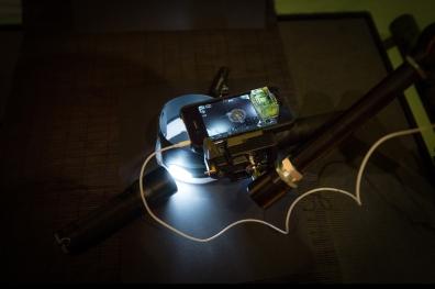 Ausgefeiltere Streiflichtbeleichtung mit drei LED-Lampen und einem Papierzylinder