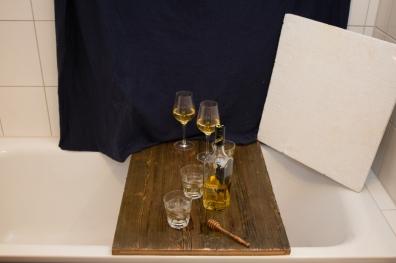 So sieht die Whiskey-Testszene aus. Hier sollen nun mit dem Blitz auf der Kamera coole Gegenlichtbilder entstehen.