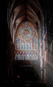 Photoshop-Strahlenbüschel im Dom von Metz
