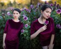 Olga, beim Verschmelzen mit den Blumen :-)