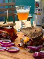 Burger mit Bauernbrot