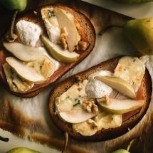 Röstbrot mit Gorgonzola und Birne