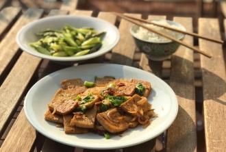 Tofu mit grünem Spargel